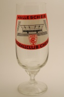 Hallescher FC Chemie (10th, 34 seasons, 874 points) produced the captain of the GDR national team Bernd Bransch. This glass depicts the main stand of the team's Kurt Wabbel Stadion.
